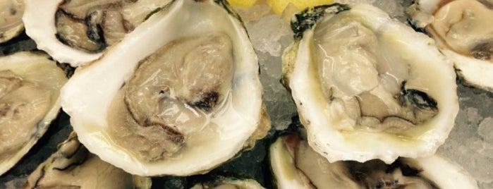 Perla's Seafood and Oyster Bar is one of Food Guide for Visiting Friends.