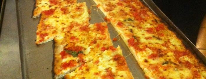 """Ristorante Pizza a Metro da """"Gigino"""" L'Università della pizza is one of Streetfood."""