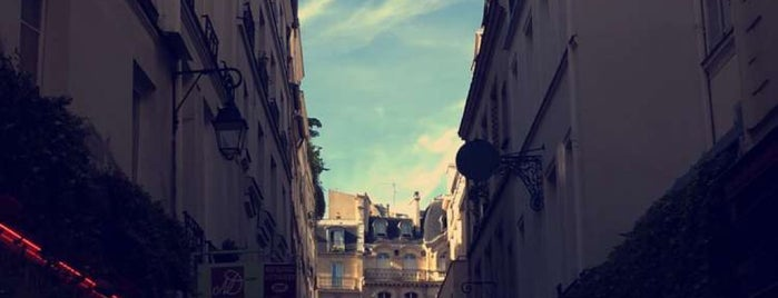 Rue Guisarde is one of Tempat yang Disukai Mujdat.
