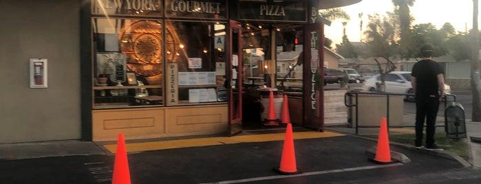 Mr. Moto Pizza House is one of สถานที่ที่ Nick ถูกใจ.
