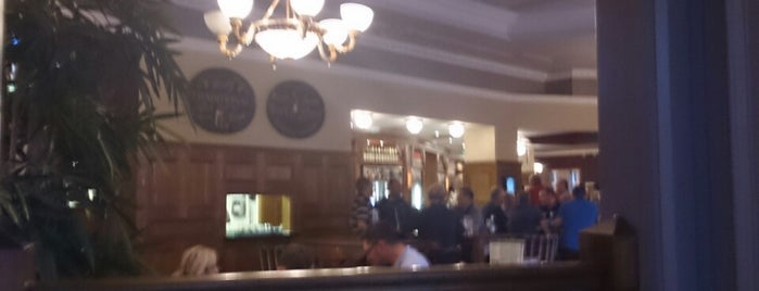 The Barker's Brewery (Wetherspoon) is one of Carlさんのお気に入りスポット.