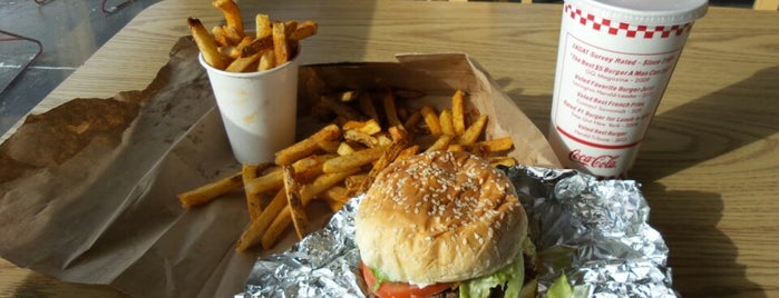 Five Guys is one of Stephen'in Beğendiği Mekanlar.