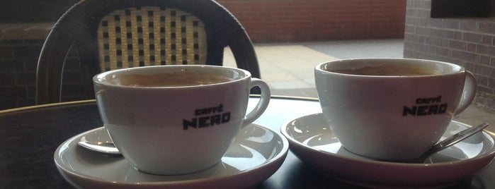 Caffè Nero is one of Tempat yang Disukai Chris.
