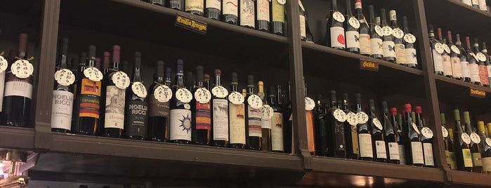 Enoteca Storica Faccioli is one of Ashleigh 님이 좋아한 장소.