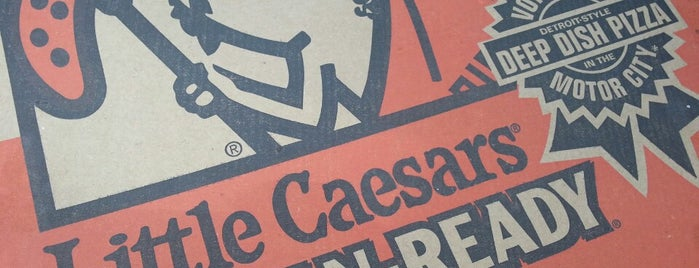 Little Caesars Pizza is one of Lugares favoritos de Sailor.