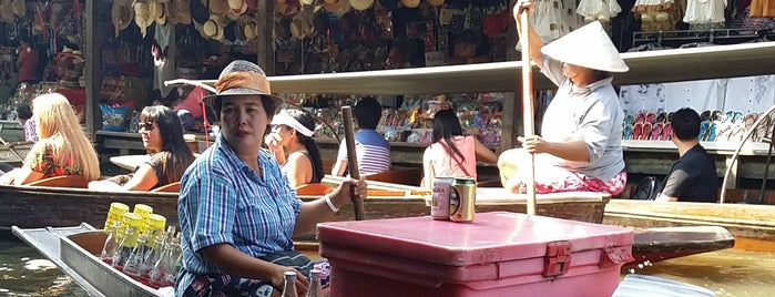 Bang Noi Floating Market is one of Posti che sono piaciuti a Luigi.