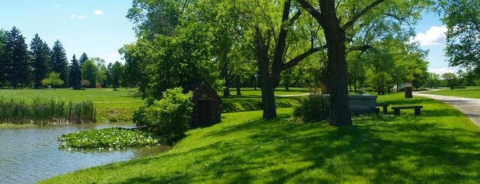 Crown Hill Cemetery is one of สถานที่ที่ PJ ถูกใจ.