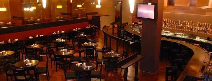 Tap House Grill is one of Locais curtidos por Keith.