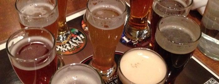 Lazlo's Brewery & Grill is one of สถานที่ที่ James ถูกใจ.