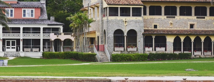 Stone House @ the Deering Estate is one of Lugares favoritos de Emily.