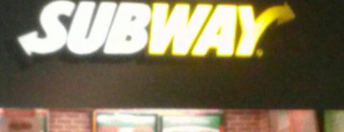 Subway is one of Locais curtidos por Marcos.