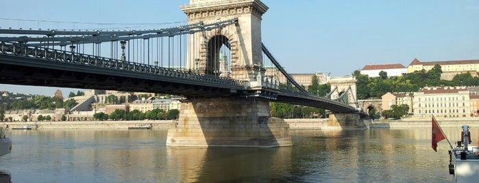 Puente de las Cadenas is one of Budapest.
