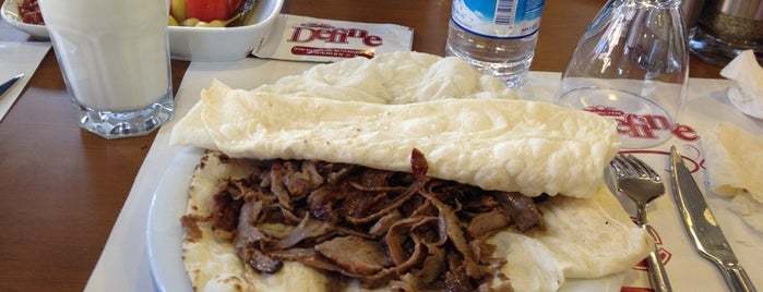 Define Döner is one of Lugares favoritos de Miray.