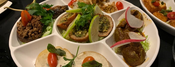 Five Grill and Lounge is one of Farahさんのお気に入りスポット.