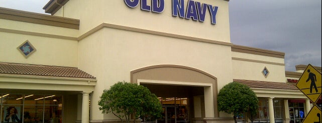 Old Navy is one of Tempat yang Disukai Lisa.