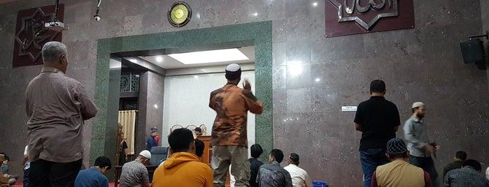 Masjid Himpunan Alumni IPB is one of Iyan : понравившиеся места.