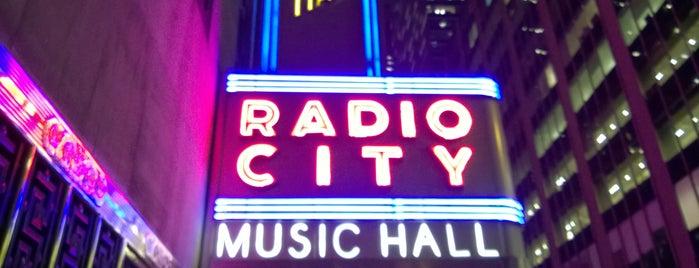 Radio City Music Hall is one of Nueva York.