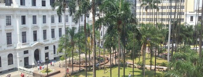 Plaza de Caicedo is one of Lugares favoritos de Daniel.
