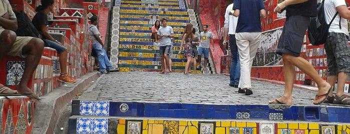 Escadaria de Selarón is one of สถานที่ที่ Ducler ถูกใจ.