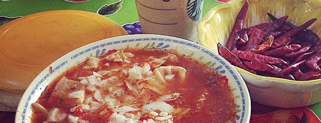 Rico Menudo Doña Pueblito is one of Locais curtidos por Erasto.