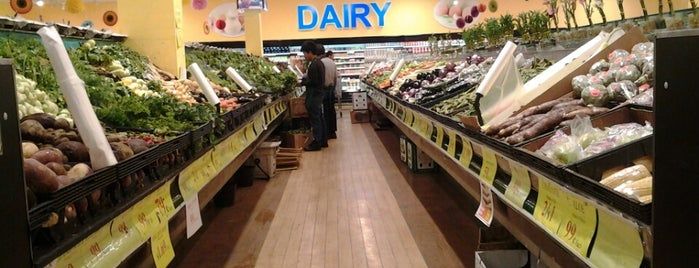 Berry Fresh Farms Supermarket is one of Queens.