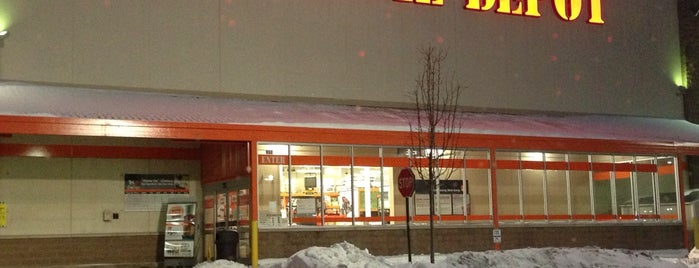 The Home Depot is one of Tempat yang Disukai Mark.