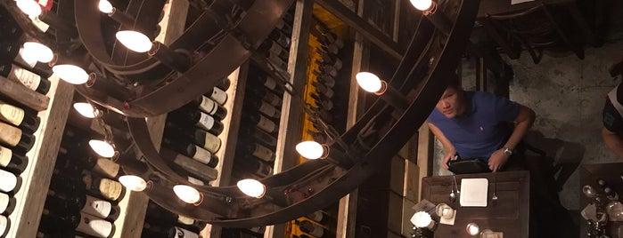 Cantina Wine Bar & Restaurant is one of สถานที่ที่ Aom ถูกใจ.