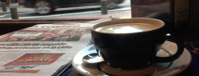 Cafe Bar La Embajada is one of Iñigo'nun Beğendiği Mekanlar.