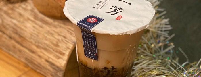 Yi Fang Taiwan Fruit Tea 一芳水果茶 is one of Tempat yang Disukai Alex.