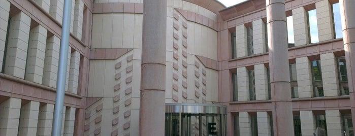 ESADE Business School is one of Lieux qui ont plu à Richard.