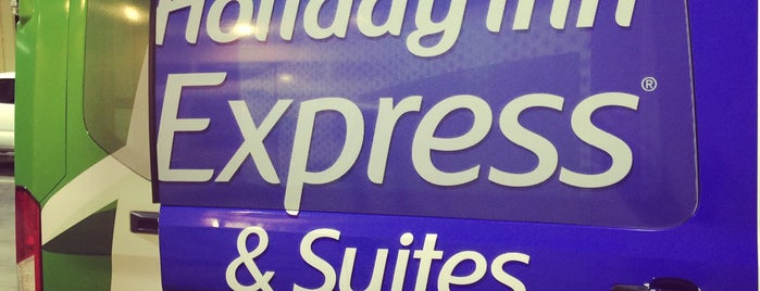 Holiday Inn Express & Suites Fort Lauderdale Airport South is one of สถานที่ที่ Heidi ถูกใจ.
