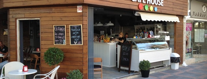 Conrado's Café is one of Posti che sono piaciuti a Gabi.