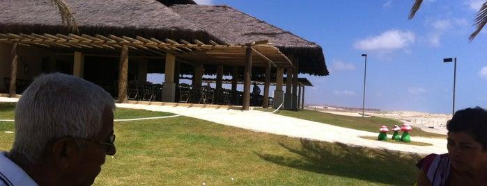 Restaurante Beach Place is one of Barracas de Praia.