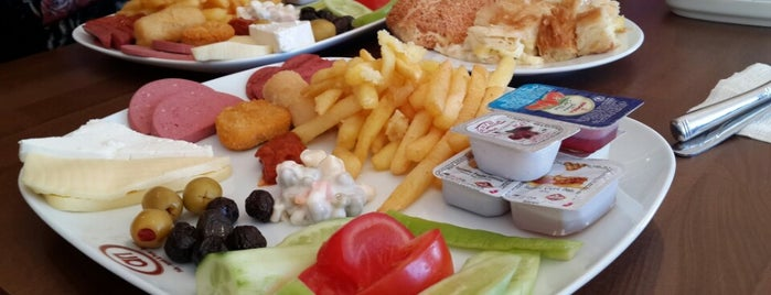 Arı Pastanesi is one of Posti che sono piaciuti a Gülizar.
