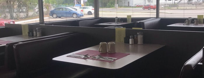 Temple Street Diner is one of To try Nashua.