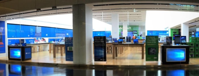 Microsoft Store is one of สถานที่ที่ Brian ถูกใจ.