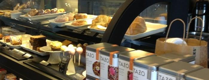 Starbucks is one of Lugares guardados de Andrea.