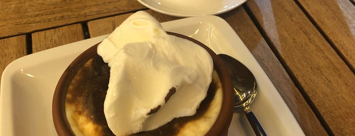 Hisar Pastane & Cafe is one of สถานที่ที่บันทึกไว้ของ Emre.