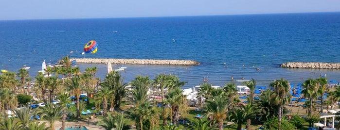 Larnaca Beach is one of Lieux sauvegardés par Galina.