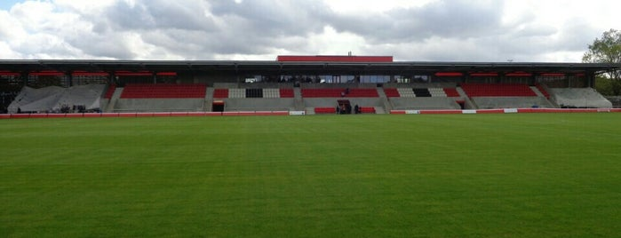Broadhurst Park Football Ground is one of Locais curtidos por Louise.