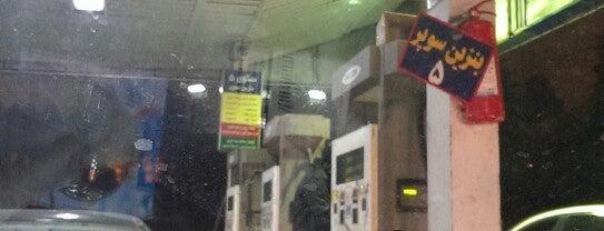 Gas Station | پمپ بنزین ولنجک - جایگاه ۱۴۸ is one of สถานที่ที่ Hamilton ถูกใจ.