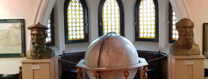 Muzeul Național al Hărților și Cărții Vechi is one of Alex's Saved Places.