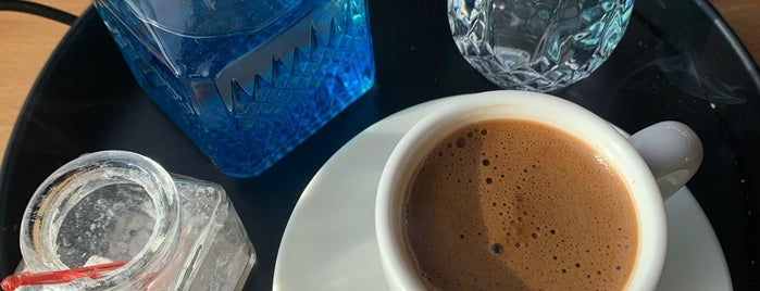 Lances Cafe & Bistro is one of Tempat yang Disukai Gökçe.