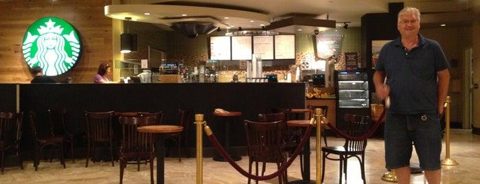 Starbucks is one of Tempat yang Disukai Nik.