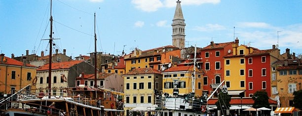 Rovinj Harbor is one of Lugares favoritos de Helena.
