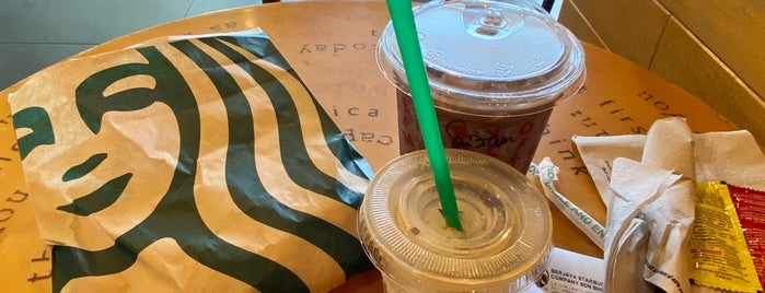 Starbucks is one of Angieさんのお気に入りスポット.