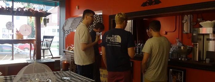 Pino's Gift Basket Shoppe, Wine Cellar & Lounge is one of Locais curtidos por Gianna.
