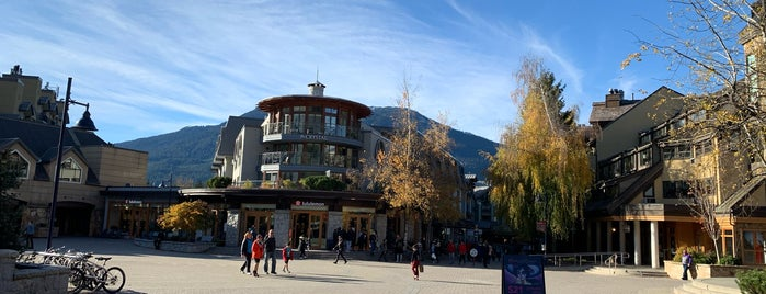 Whistler Village is one of Viagem Canadá.