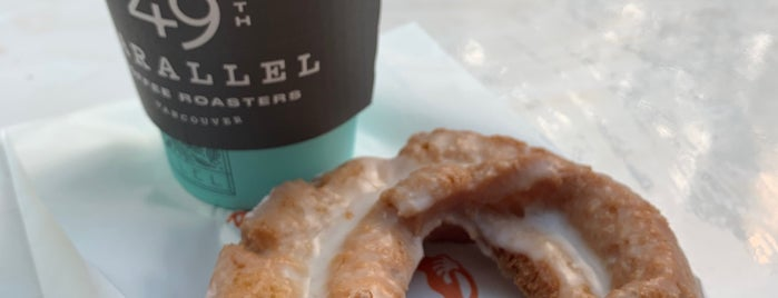 49th Parallel & Lucky's Doughnuts is one of Orte, die Manolo gefallen.