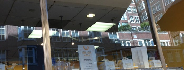 Au Bon Pain is one of Orte, die Luis Felipe gefallen.